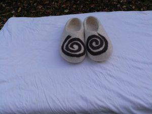 Kirgisische Filzpantoffeln spirale weiß detail 3