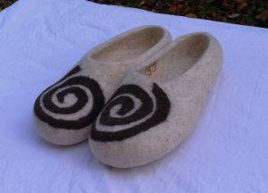 Kirgisische Filzpantoffeln spirale weiß detail